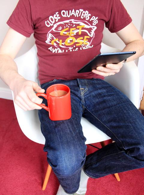 knee-mug Le lap mug : pour ceux qui aiment en avoir entre les jambes