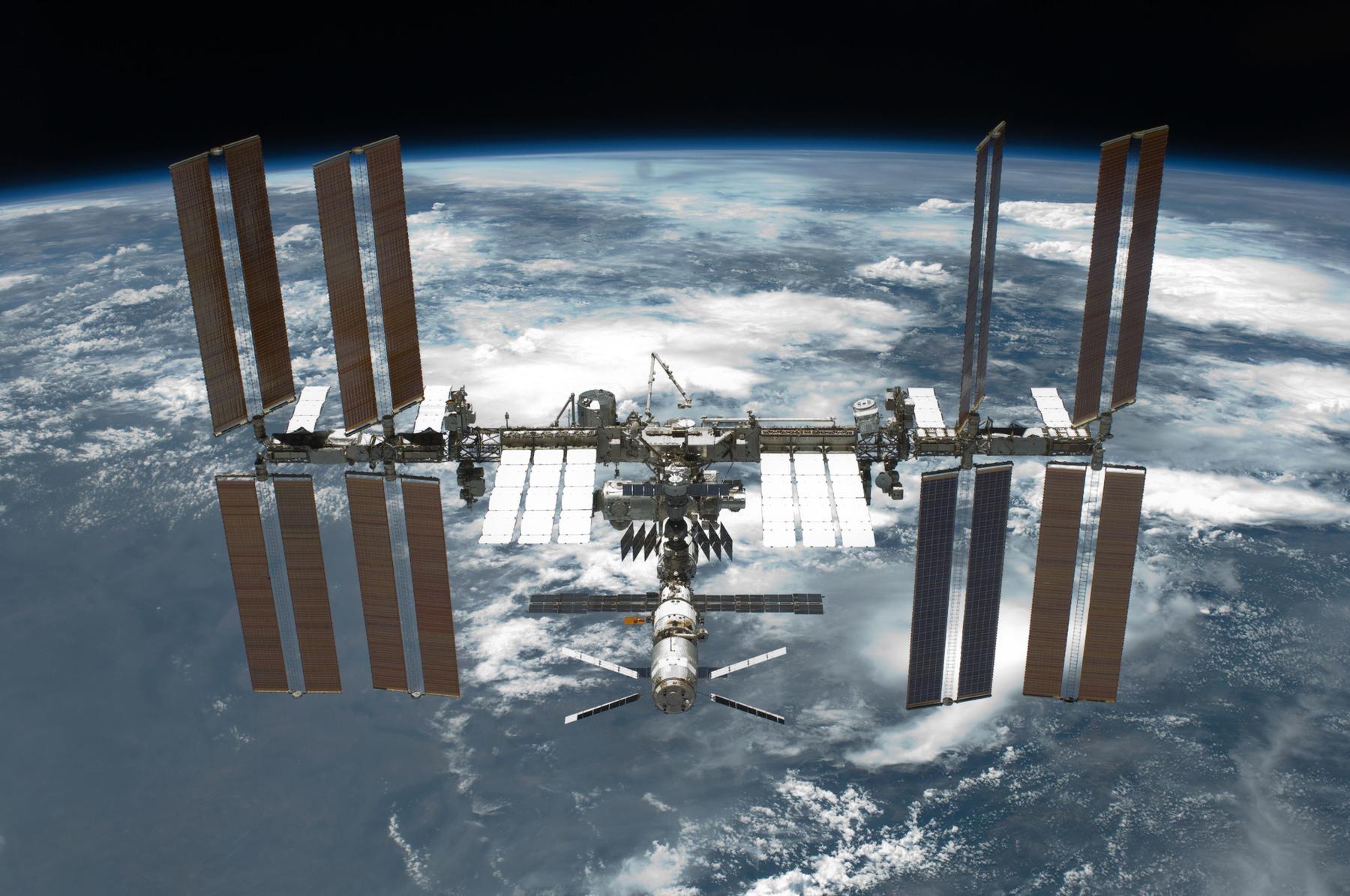 International_Space_Station_after_undocking Infographie : Retour sur les 15 ans d'existence de la Station Spatiale Internationale (ISS)