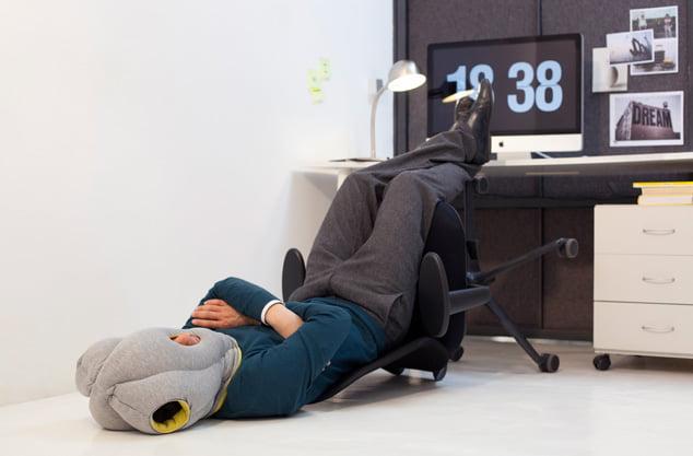 7 L'oreiller pour la sieste au bureau !