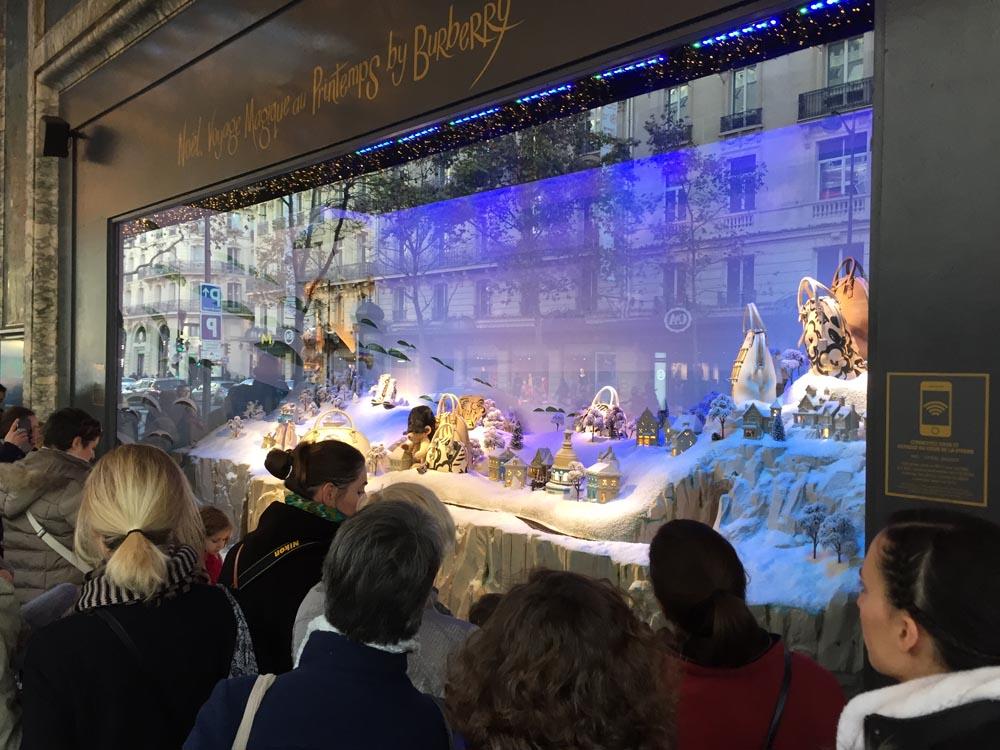 noel-printemps-18 Contrôlez les vitrines de Noël du Printemps avec votre Smartphone !