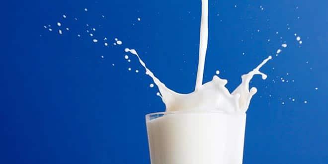 lait L'image du jour : verser du lait sans en mettre partout !