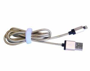 cable-tressé-iphone-300x238 6 accessoires et conseils indispensables pour préparer vos vacances