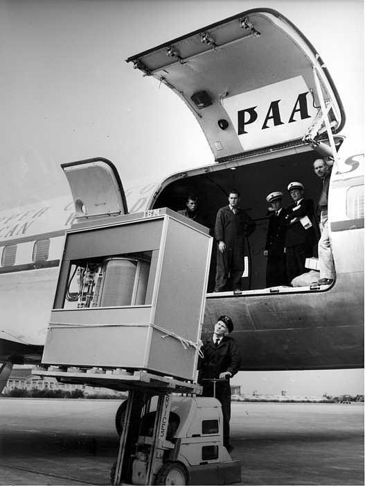 RG-RAMAC-on-DC7- L'image du jour : A quoi ressemblait un disque dur de 5 Mo en 1956 ?