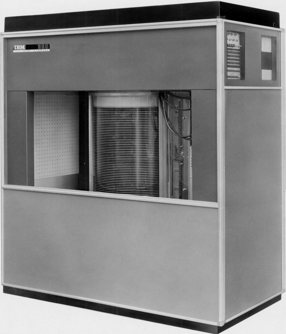 ibm-350 L'image du jour : A quoi ressemblait un disque dur de 5 Mo en 1956 ?