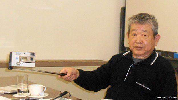 hiroshi-ueda-extenseur Histoire : mais qui est à l'origine de la perche à selfie ?