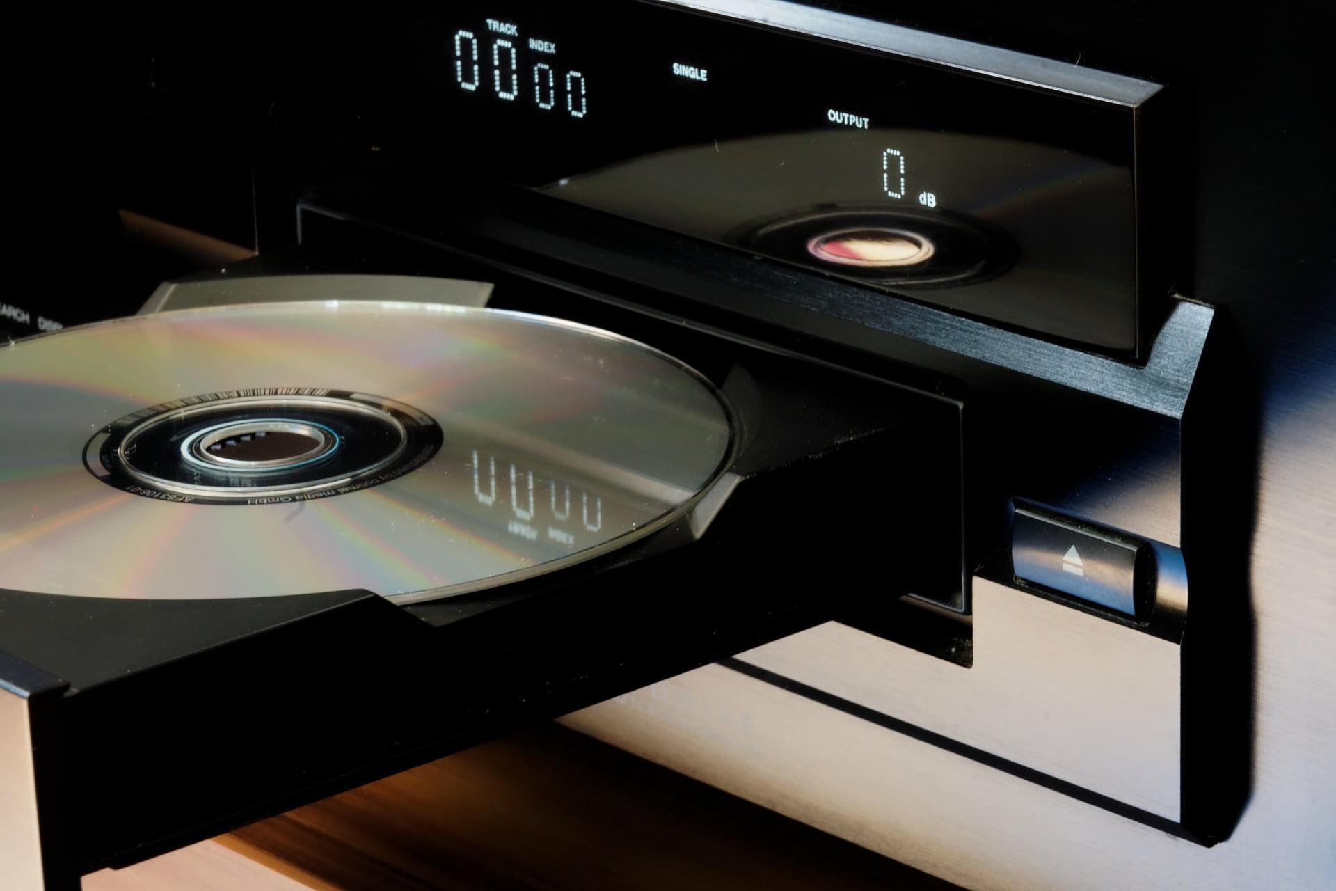 cd-864402_1920 Pourquoi ne peut-on graver que 80 minutes de musique sur un CD, même en mp3 ?