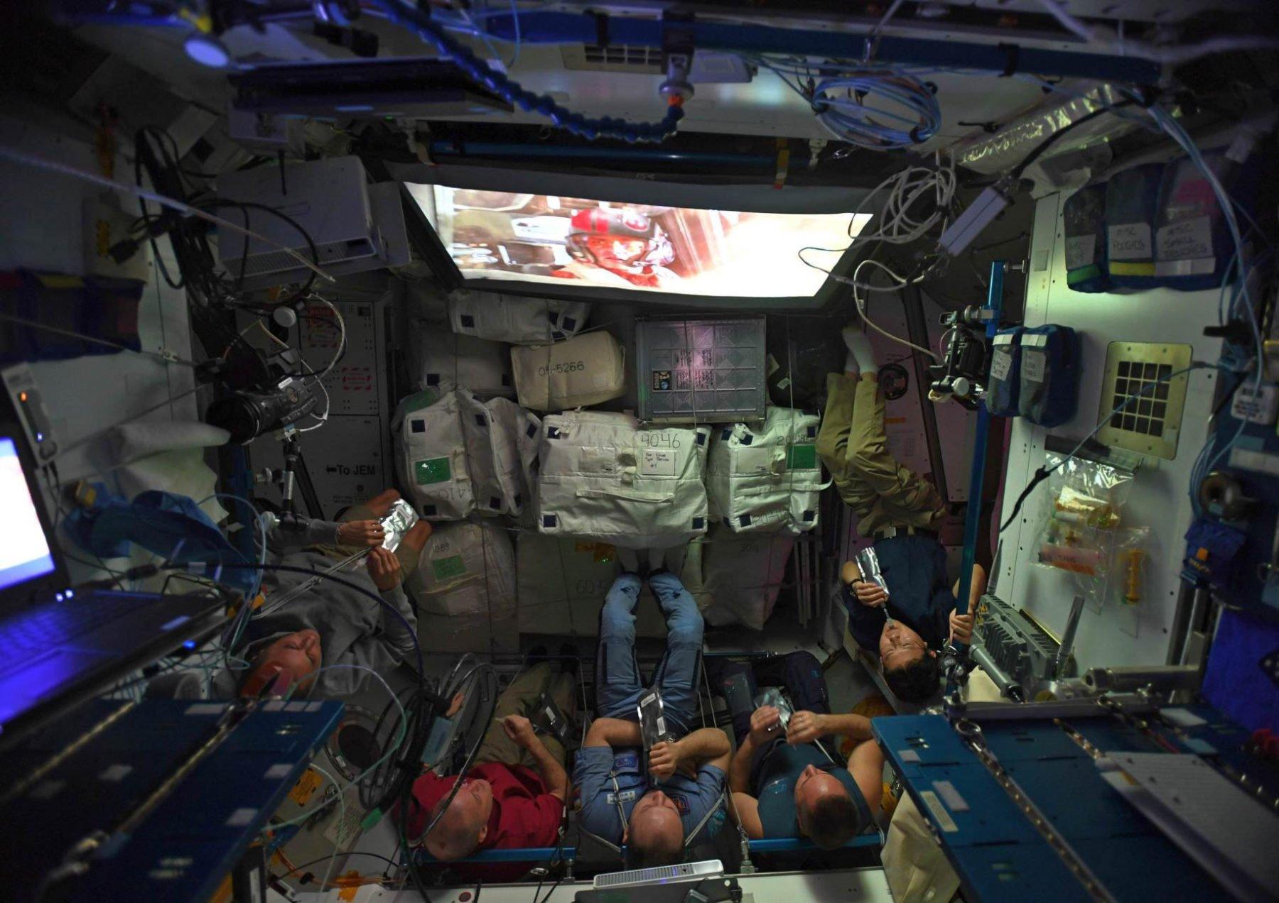 star-wars-aboard-space-station L'image du jour : l'équipage de l'ISS regarde le dernier Star Wars