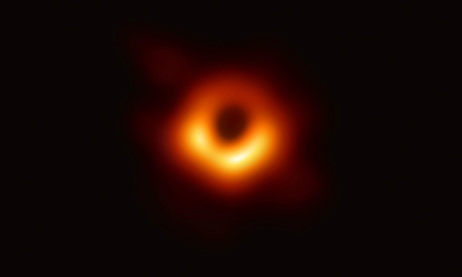 trou-noir-premiere-photo Voici la première photo d'un trou noir !